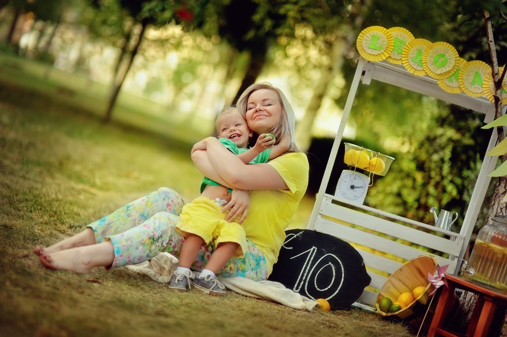 http://www.dreamstime.com/stock-image-lemonade-picnic-nature-white-counter-lemons-loving-mother-young-son-image34262251